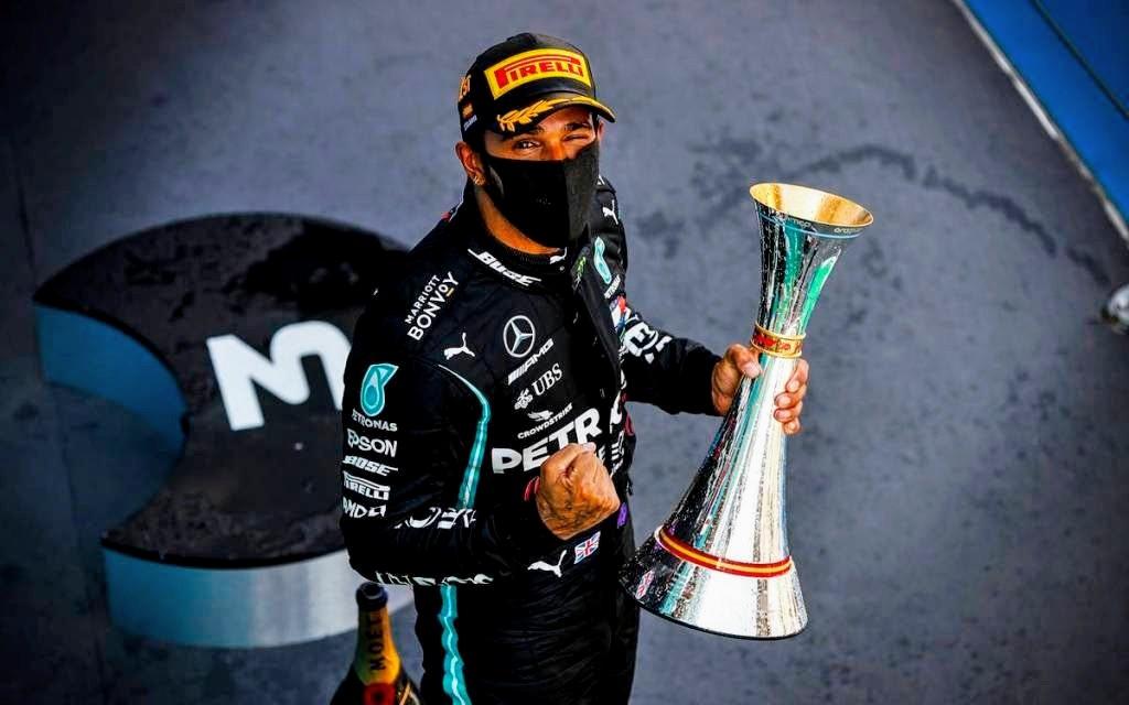 Lewis-Hamilton-3-1~2