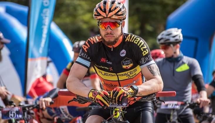 «La lesión del hombro corriendo en moto me hizo parar por un tiempo, llegué a la bici, me entusiasmé y creo que estoy en un buen nivel» (Audio)