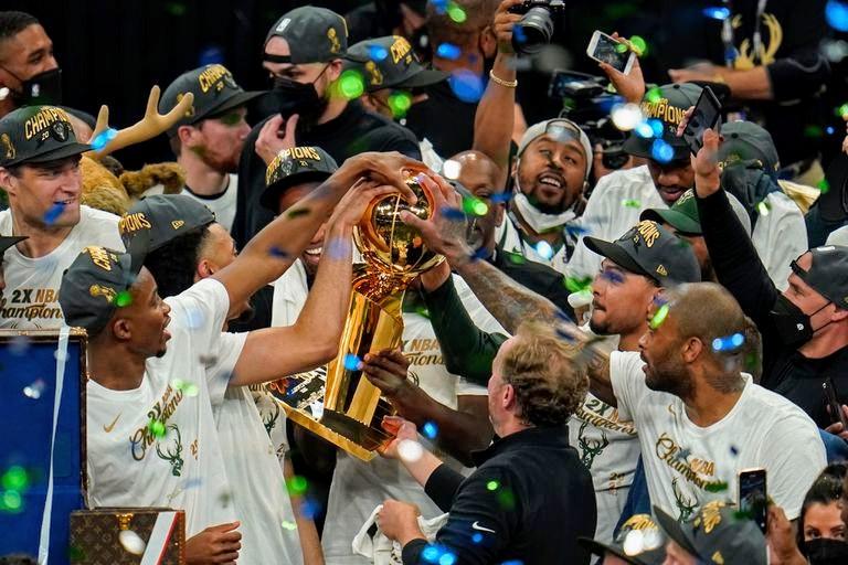 Bucks campeón después de 50 años